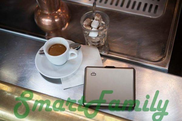 rfid кошелек OGON на столе