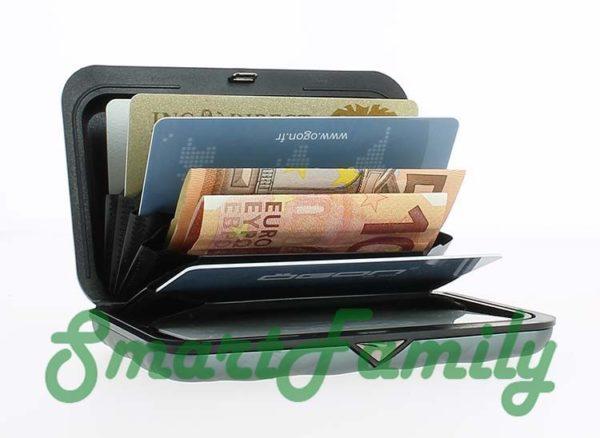 кошелек для кредиток с кнопкой OGON открыт