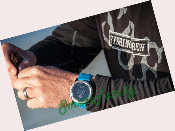 часы Quatix 5 на руках
