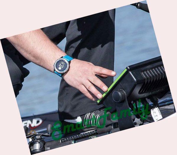 часы Quatix 5 на руке