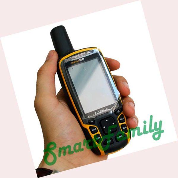 навигатор GPSMAP 64 в руке
