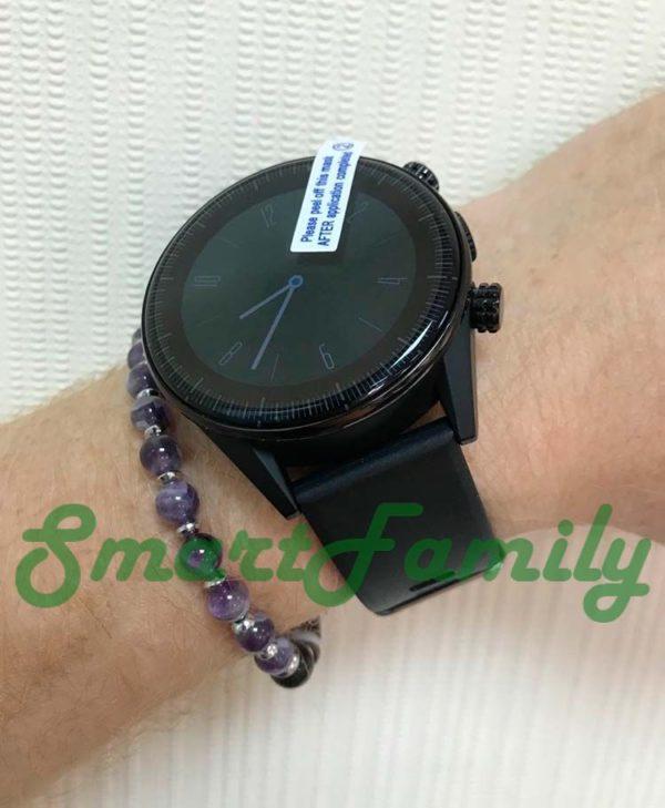 умные часы KC05 на руке