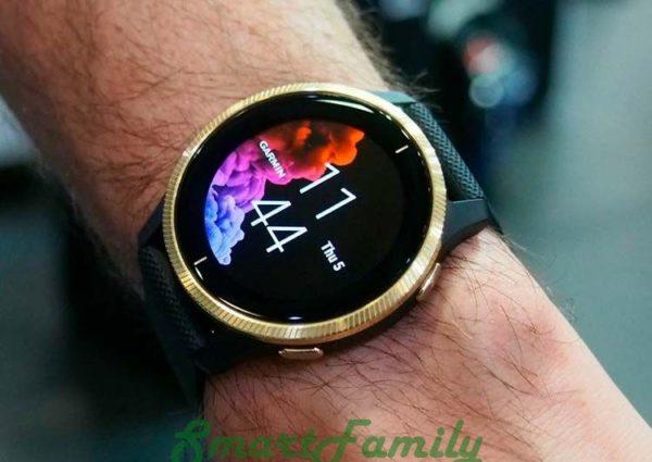 часы Venu золотые на руке