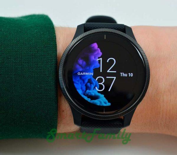 часы VENU черные на руке