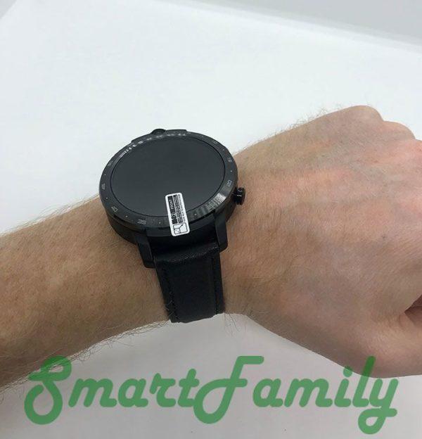 часы LEM 12 на руке